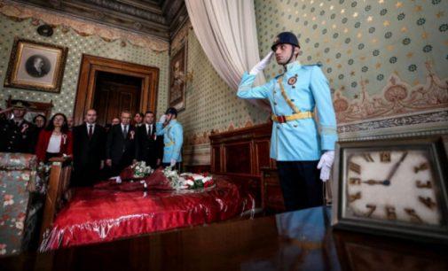Dolmabahçe Sarayı'nda 10 Kasım rekoru: 105 bin kişi ziyaret etti