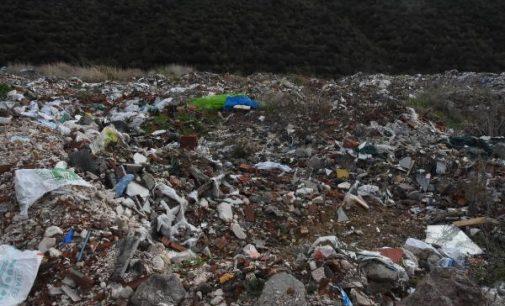 İzmir'de kaçak moloz dökülen alanda asbest tespit edildi