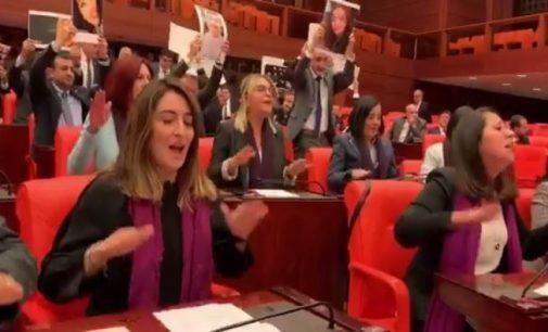 TBMM'de kadın vekillerden Soylu'ya Las Tesis protestosu