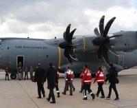 Vuhan'dan tahliye edilen Türkler havalimanına ulaştı