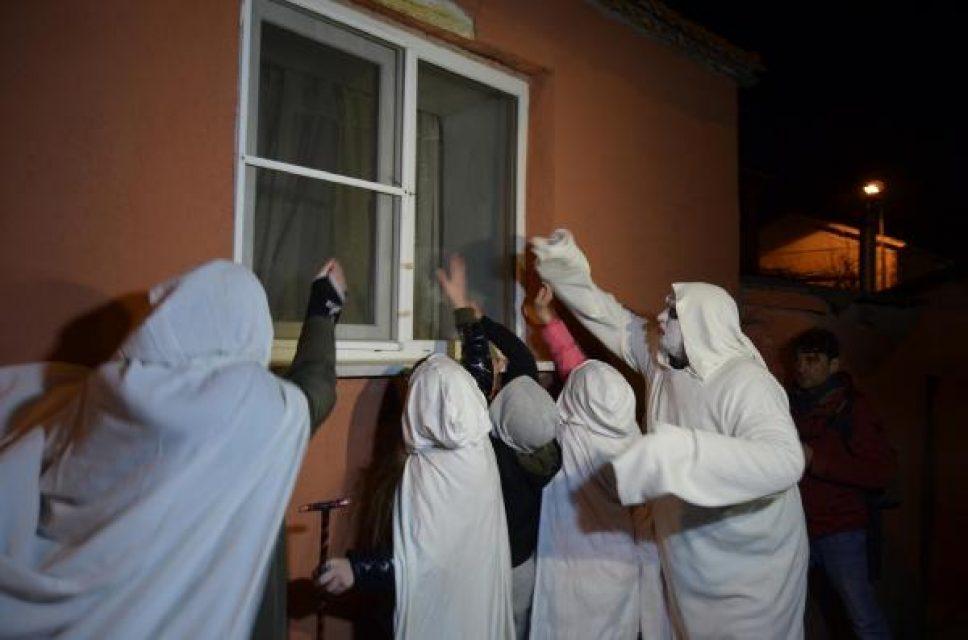Balkan geleneği 'Bocuk Gecesi' binlerce kişiyle kutlandı