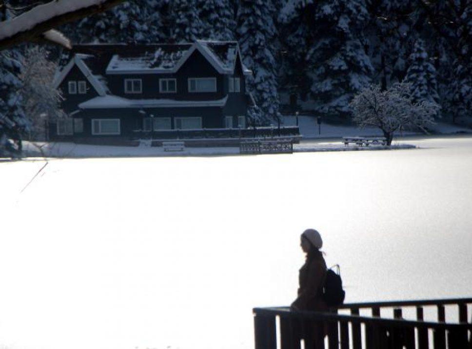 Doğa harikası Gölcük Tabiat Parkı'nda göl buz tuttu