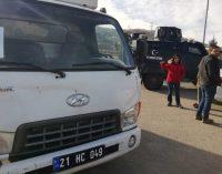 Elazığ Valiliği, HDP'li belediyeden gelen yardımı kente sokmayarak geri gönderdi!