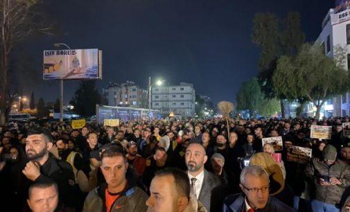 Kıbrıs'ta 'vergiyi alıyorsanız yolları yapın' eylemi!