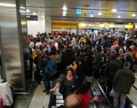 Sabiha Gökçen'de yolcular perişan, sefer başlangıç saati 06.00'a ertelendi
