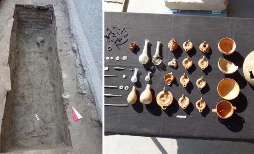 Stadyum için yapılan kazılarda 2 bin yıllık mezar bulundu