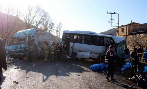 Dört işçinin yaşamını yitirdiği kazaya, hatalı sollama neden oldu: Kadın sürücü tutuklandı