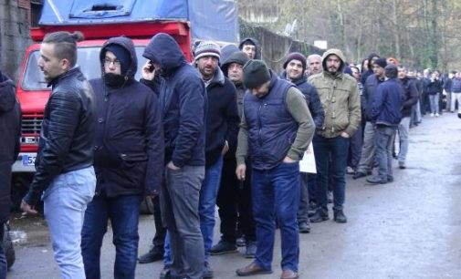 İşsizliğin fotoğrafı: Mevsimlik işçi kurası için uzun kuyruk