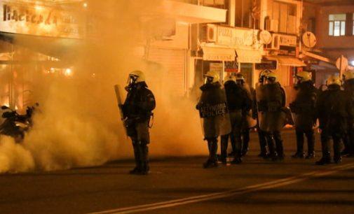 Midilli ve Sakız adalarında göçmen karşıtlarıyla polis arasında çatışma