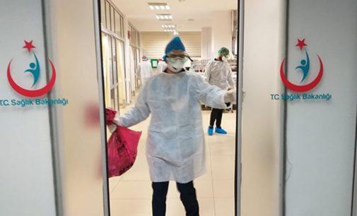 Kronik hastalığı olan 26 sağlık çalışanı göreve çağrıldı: İki personel koronavirüse yakalandı