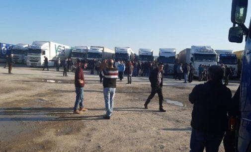 İran'da mahsur kalan 300 Türk şoförün isyanı: Bir kişi için İsveç'e gidenler bizi unuttu!