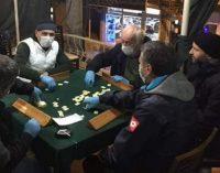 Rize İl Sağlık Müdürü'nden dikkat çeken uyarı: Kahvehaneye dört kişi oynuyor, dört kişi de izliyorsa girmeyin