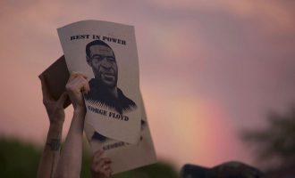 ABD'de protestoculara arazi aracından ateş açıldı: Bir kişi yaşamını yitirdi