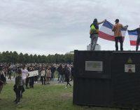 Hollanda'da koronavirüs kısıtlamalarına protesto: Polis, 400 kişiyi gözaltına aldı