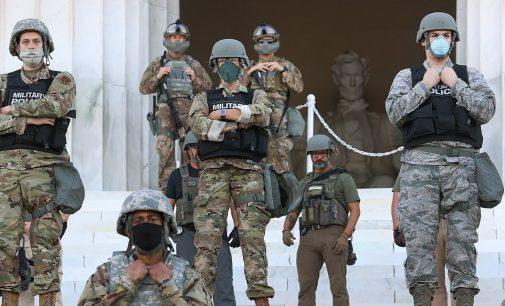 ABD'li askerler göstericilere karşı sokakta: Ordu Trump'a itaatsizlik edebilir mi?