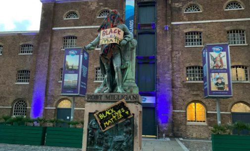 İngiltere'de bir köle tacirinin daha heykeli kaldırıldı