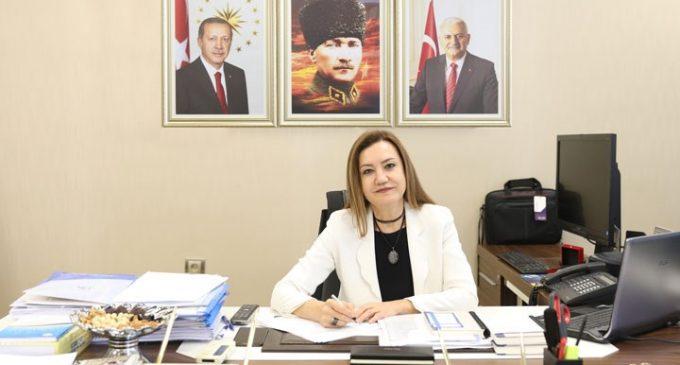 """AKP'li rektör Nükhet Hotar'dan saygı duruşunda bulunan hemşirelere soruşturma: Gerekçesi """"kalkışma"""""""