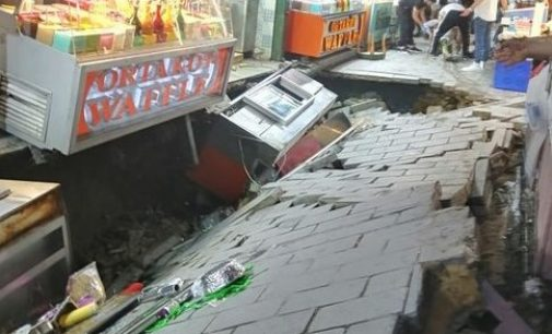 Ortaköy'de kumpircilerin olduğu sokakta çökme