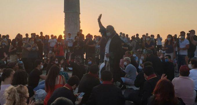 İzmir Barosu'ndan oturma eylemi: Savunma susmadı, susmayacak!