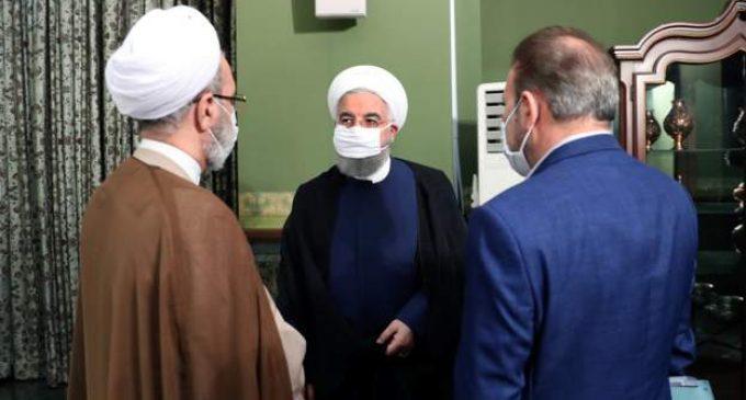 İran'da kapalı mekanlarda maske zorunlu hale geldi, takmayanlara kamu hizmeti verilmeyecek