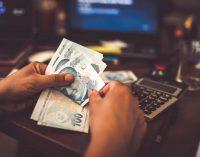 Yaşı nedeniyle işlem yapamayan emekliye üç kez yüksek meblağlı kredi veren banka suçlu bulunmadı