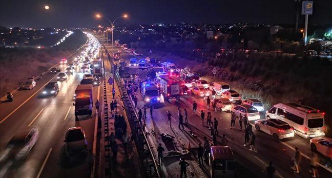 Kocaeli'de yolcu otobüsü devrildi: Bir can kaybı, 14 yaralı