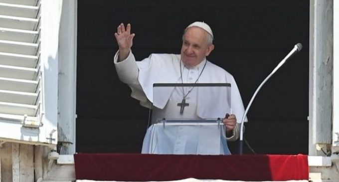 Papa Francis koronavirüs aşısı oldu
