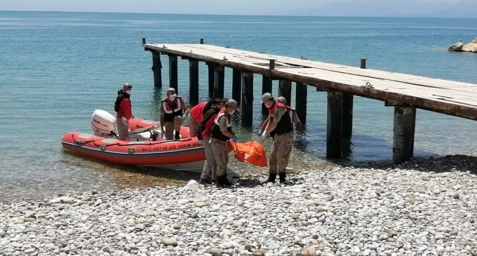 Van Gölü'nde batan teknede ölü sığınmacıların sayısı artıyor