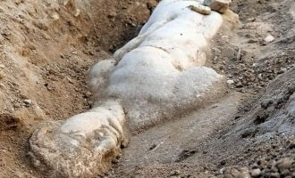 Bakanlık duyurdu: Smyrna Antik Kenti'nde mitolojik varlık Satyros'un kabartması bulundu