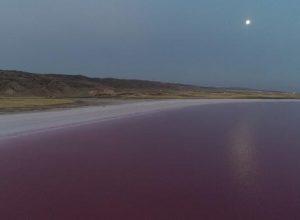 Bembeyaz Tuz Gölü pembe renge büründü