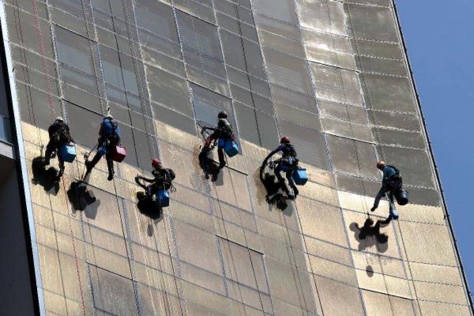 İple erişim teknisyenlerinin beşi kadın