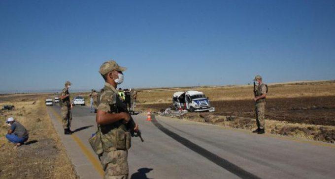 Tarım işçilerini taşıyan minibüs devrildi: Bir çocuk yaşamını yitirdi, 25 kişi yaralandı