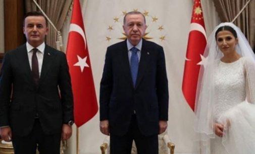 Evlenen başsavcı Erdoğan'ı ziyaret etti