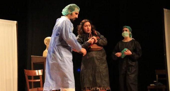 İBB Şehir Tiyatrolarında sahnelenecek Kürtçe oyun gösterime saatler kala yasaklandı