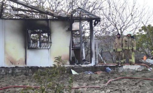 Prefabrik evde çıkan yangında iki çocuk yaşamını yitirdi