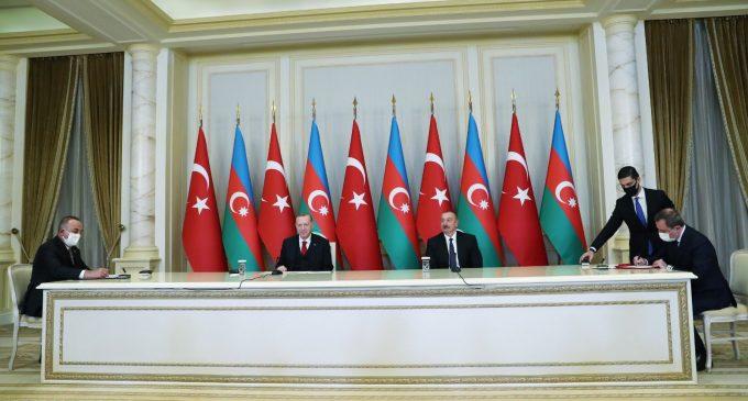 """Azerbaycan, Türk firmaları """"kurtarılan toprakların yeniden inşası"""" için çağırdı"""