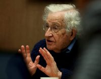 Chomsky, yaşanan üç krizin insan varlığını tehdit ettiği konusunda uyarıyor