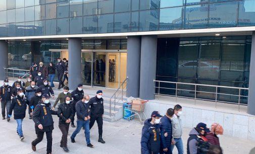 """""""Devletten bin TL destek"""" mesajıyla dolandıran 21 kişi yakalandı: Parayla bitcoin almışlar"""