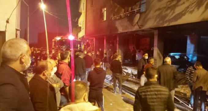 Mahalleli yangını fırsat bildi: Sokağa çıkan vatandaşlar yangını izledi