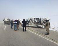 Yoğun sis nedeniyle yolcu minibüsü TIR'la çarpıştı: Dört kişi yaşamını yitirdi beş kişi yaralandı