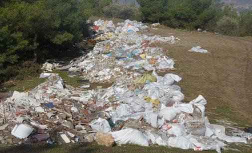 """İzmir'in akciğerleri atık sahasına döndü: """"Burası bizim ormanımız olamaz"""""""