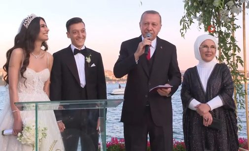 TFF Başkanı: Mesut Özil'i Cumhurbaşkanımızla fotoğraf verdiği için takımından uzak tuttular
