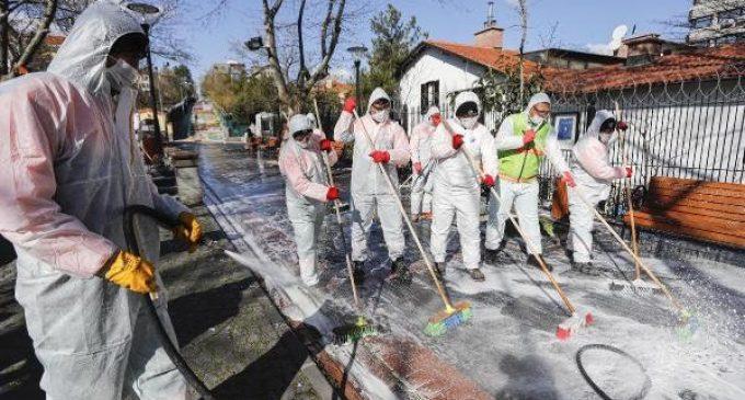 Prof. Mustafa Necmi İlhan: Sokakları su ve sabunla yıkamanın pandemiye faydası yok zararı var
