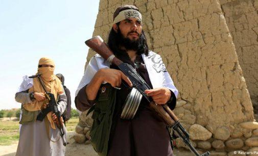 Taliban, Afganistan'ın üç büyük kentini ele geçirmek üzere ilerliyor