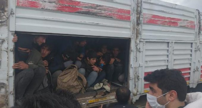 Kaza yapan TIR'dan 114 sığınmacı çıktı