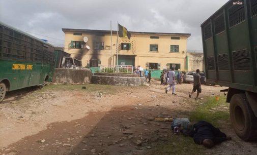 Nijerya'da cezaevinin duvarı patlatıldı, en az bin 800 mahkum kaçtı