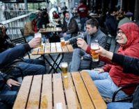 Belçika'da kısıtlamalar 7 ay sonra kalktı: Binlerce kişi kutlamak için sokaklara döküldü