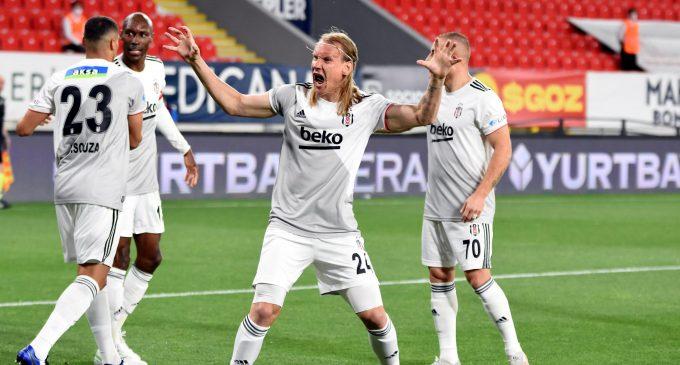 Süper Lig'in en uzun sezonunda düğüm çözüldü: Şampiyon Beşiktaş
