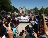 Gazeteciler AFP muhabiri Bülent Kılıç için meydanlara indi: Basının nefesini kesemezsiniz!