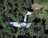 Eğitim uçağı meyve bahçesine acil iniş yaptı: Yaralılar var